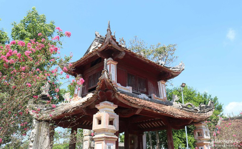 an insight into a century-old temple in nghe an hinh 2