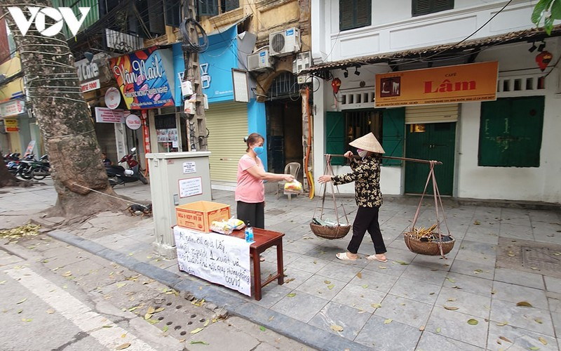 when vendors take to hanoi streets hinh 1