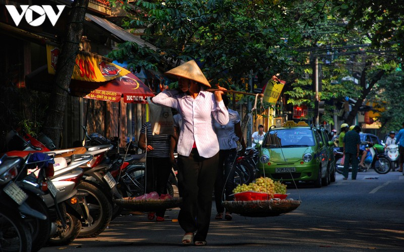 when vendors take to hanoi streets hinh 7
