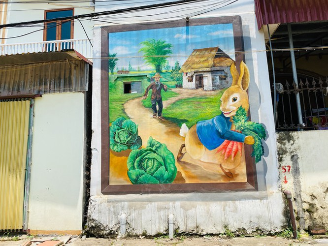 a close-up of largest mural paintings in hanoi hinh 10