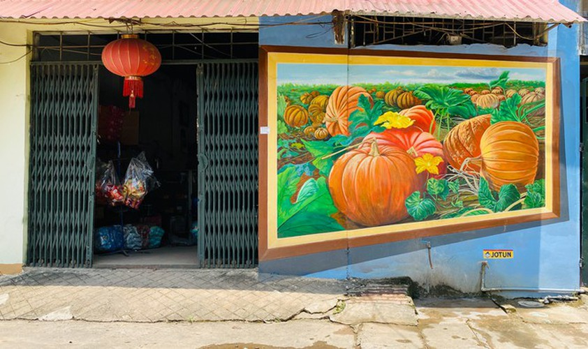 a close-up of largest mural paintings in hanoi hinh 11