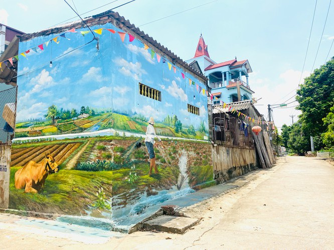 a close-up of largest mural paintings in hanoi hinh 14