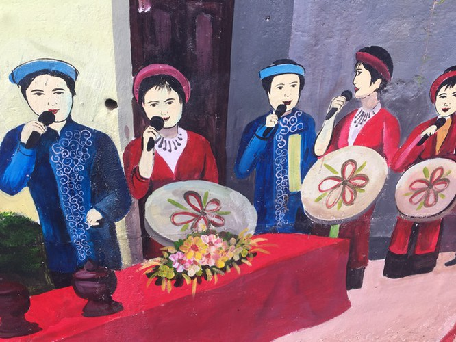 a close-up of largest mural paintings in hanoi hinh 18