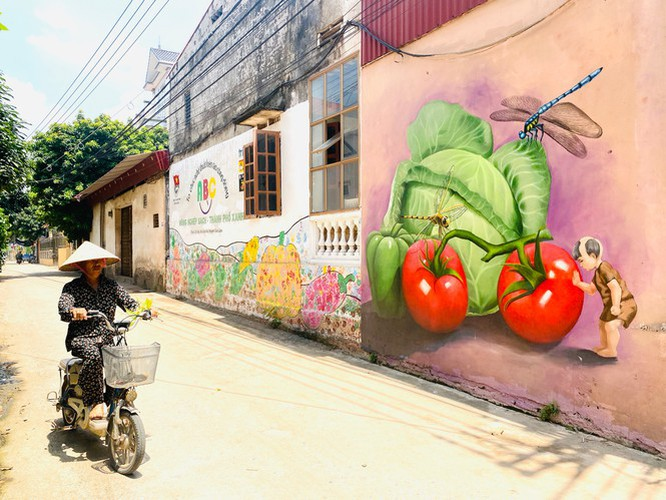 a close-up of largest mural paintings in hanoi hinh 3