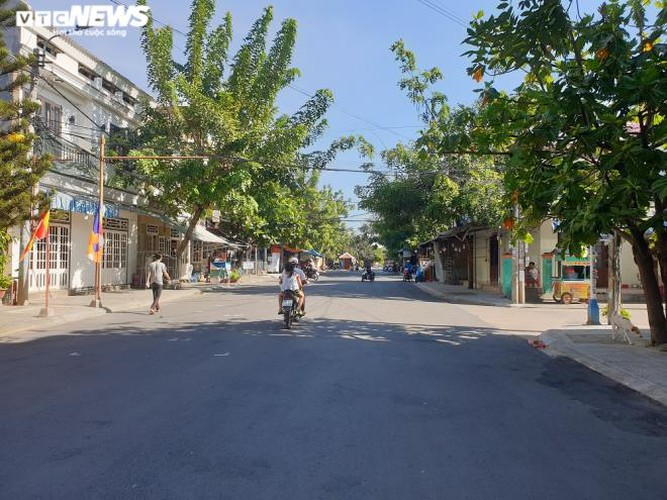 a view of hoi an on first day after lifting of social distancing order hinh 5
