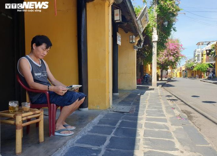 a view of hoi an on first day after lifting of social distancing order hinh 9