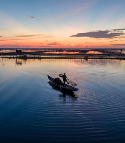 discovering magnificent sunrise of chuon lagoon in thua thien hue hinh 3