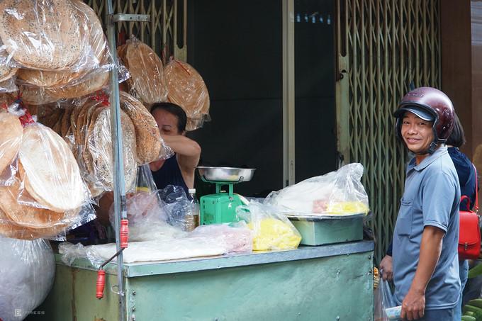 ba hoa market in hcm city enjoys brisk trade for doan ngo festival hinh 10