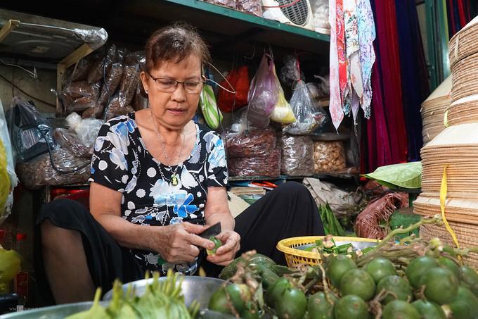 ba hoa market in hcm city enjoys brisk trade for doan ngo festival hinh 5