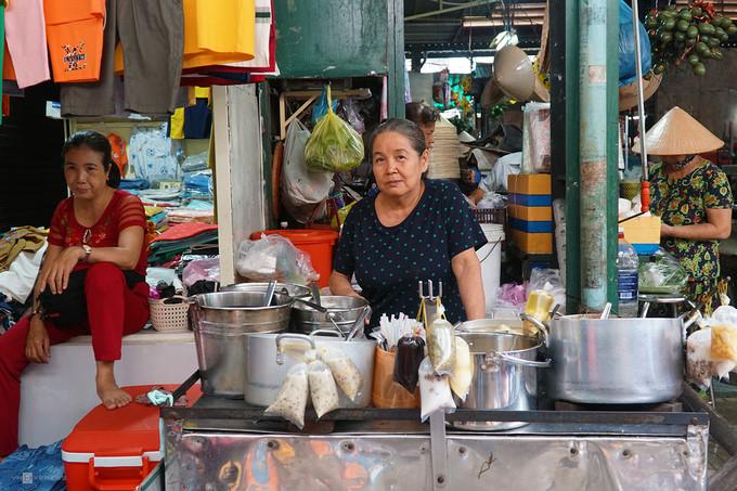 ba hoa market in hcm city enjoys brisk trade for doan ngo festival hinh 9
