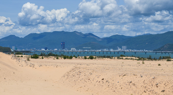 picturesque giant sand dunes of quy nhon hinh 1