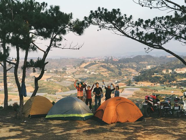 cloud hunting and camping prove popular with young travelers to da lat hinh 1