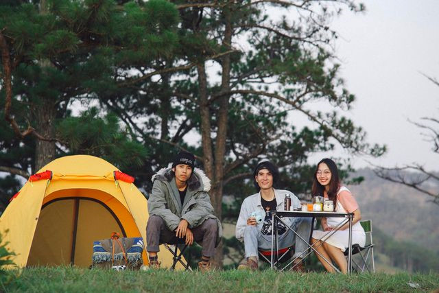 cloud hunting and camping prove popular with young travelers to da lat hinh 2
