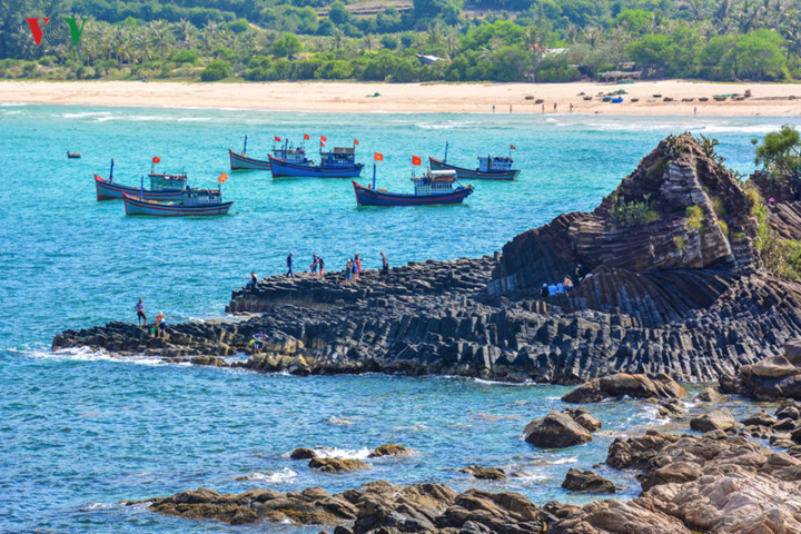 discovering stunning natural landscapes of phu yen in summer hinh 4