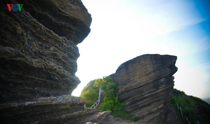 exploring stunning sunrise of phu quy island hinh 11