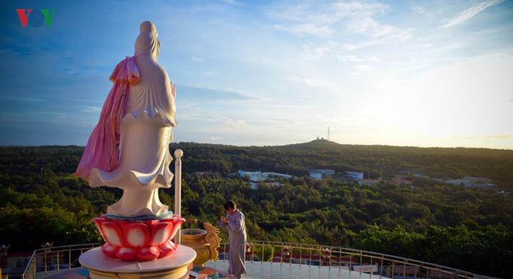 exploring stunning sunrise of phu quy island hinh 12