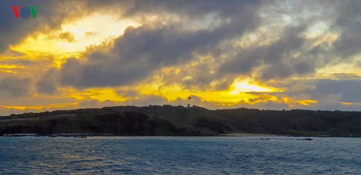 exploring stunning sunrise of phu quy island hinh 2