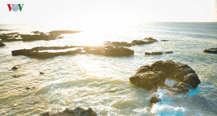 exploring stunning sunrise of phu quy island hinh 5