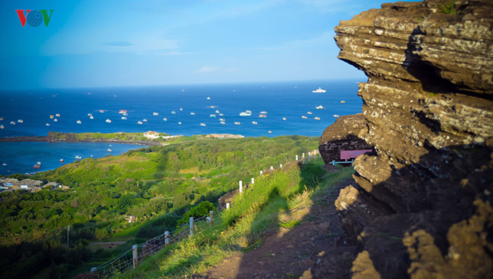 exploring stunning sunrise of phu quy island hinh 9