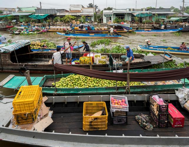 exploring popular nga nam floating market in western region hinh 5
