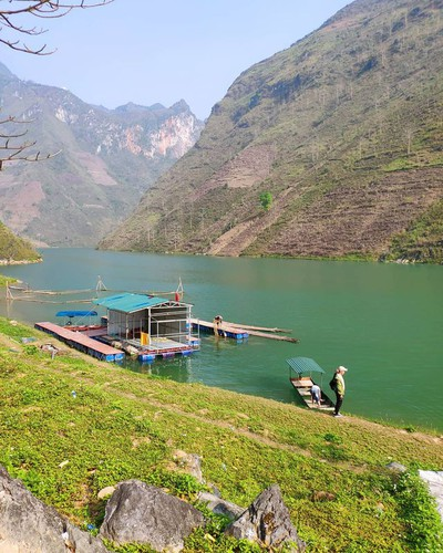 exploring southeast asia's deepest canyon located in ha giang hinh 10