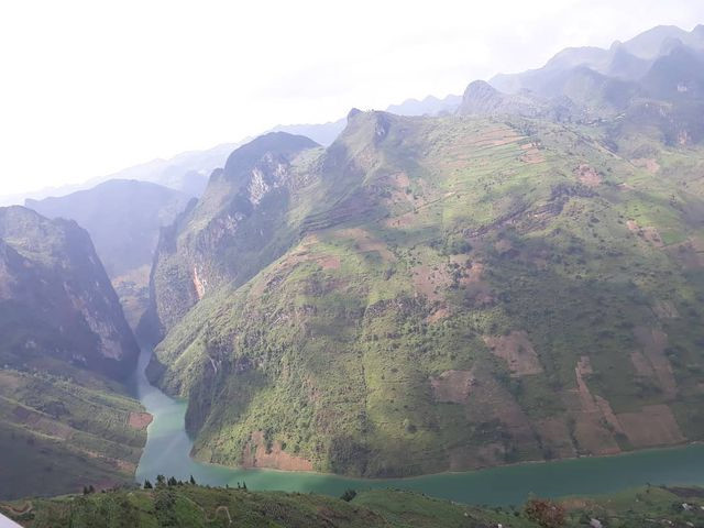 exploring southeast asia's deepest canyon located in ha giang hinh 11