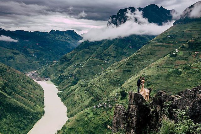 exploring southeast asia's deepest canyon located in ha giang hinh 5
