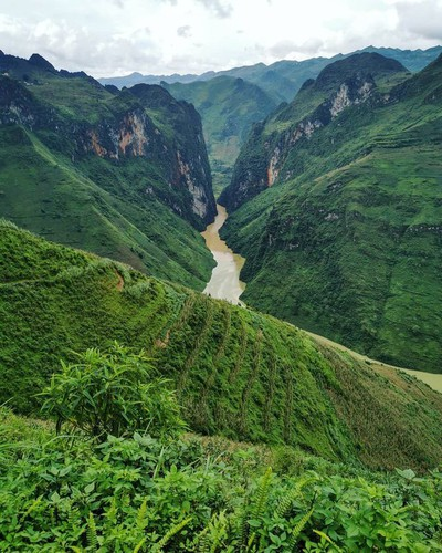 exploring southeast asia's deepest canyon located in ha giang hinh 6