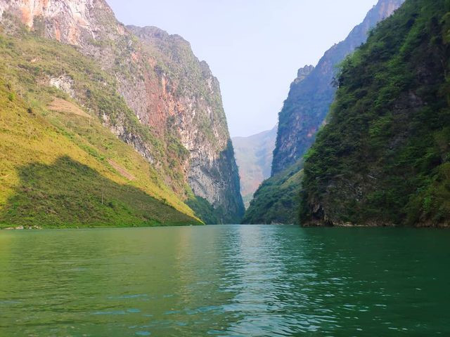 exploring southeast asia's deepest canyon located in ha giang hinh 9
