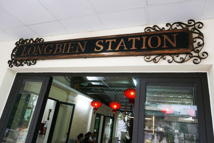long bien station grows into hip check-in point for young travelers in hanoi hinh 6