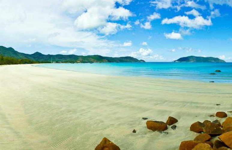 con dao named among best places with bluest water in the world hinh 1