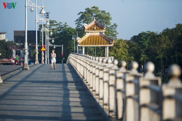 hue imperial city appears at its scenic best in autumn hinh 3
