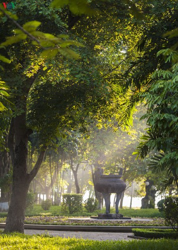 hue imperial city appears at its scenic best in autumn hinh 6