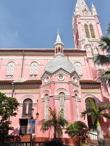 foreign tourists flock to view tan dinh church in hcm city hinh 12
