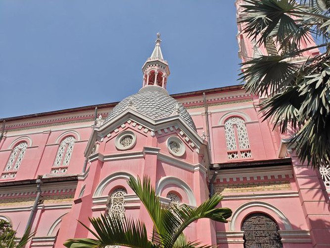 foreign tourists flock to view tan dinh church in hcm city hinh 6
