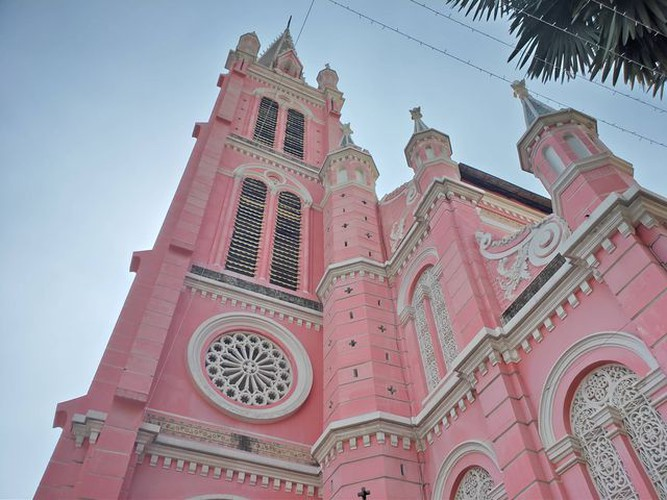 foreign tourists flock to view tan dinh church in hcm city hinh 7