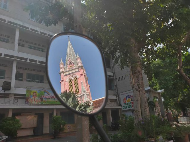 foreign tourists flock to view tan dinh church in hcm city hinh 8