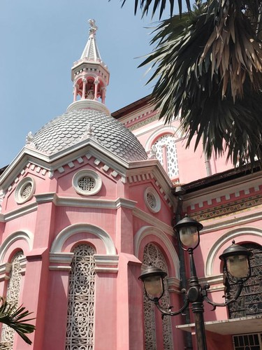 foreign tourists flock to view tan dinh church in hcm city hinh 9