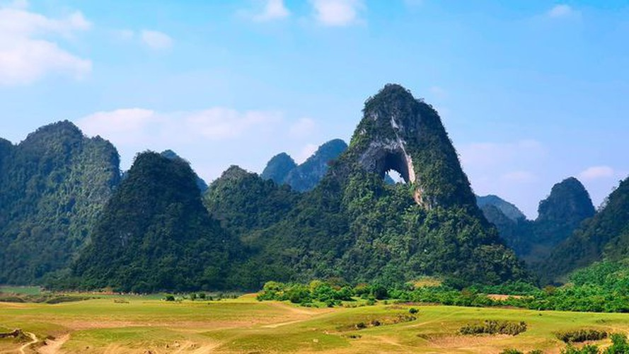 nui thung mountain - new check-in point in cao bang for young travelers hinh 1