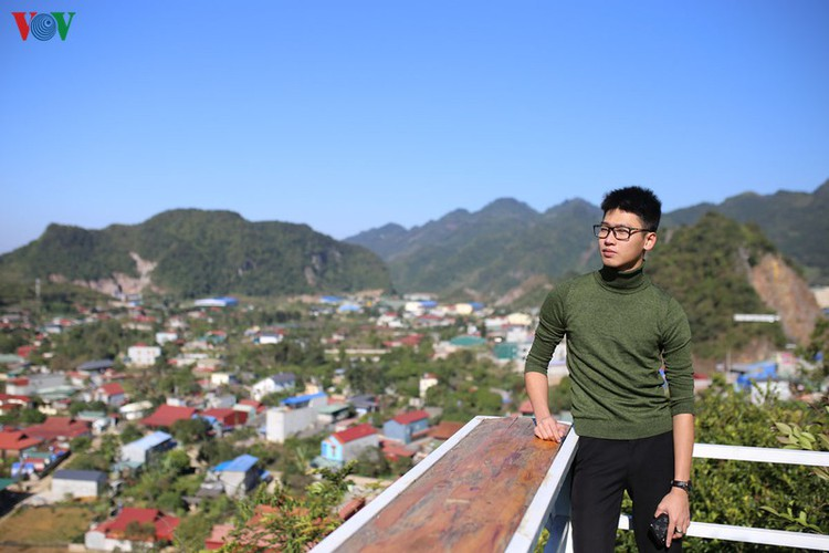 exploring pictureque moc mountain in moc chau hinh 10