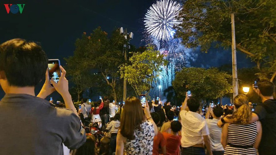 people throughout vietnam start 2020 with joyous celebrations hinh 10