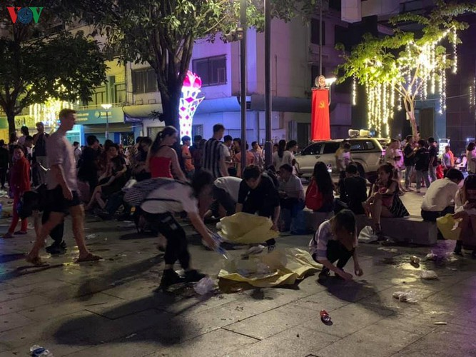 people throughout vietnam start 2020 with joyous celebrations hinh 11