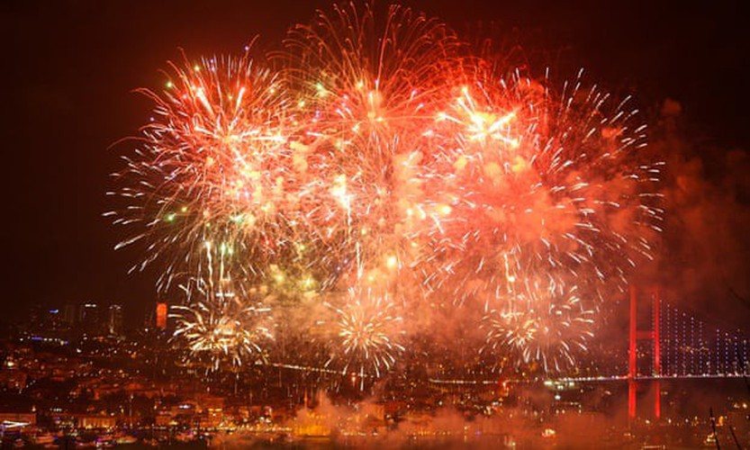 jubilant scenes as revelers around the world celebrate the new year hinh 13