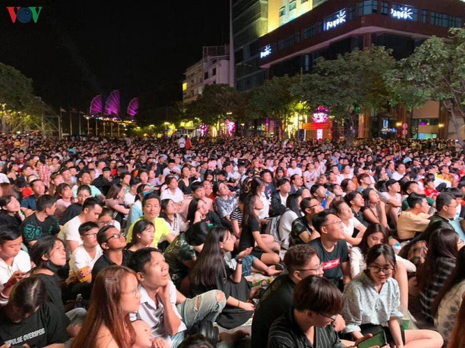 people throughout vietnam start 2020 with joyous celebrations hinh 3