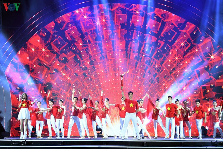 people throughout vietnam start 2020 with joyous celebrations hinh 4