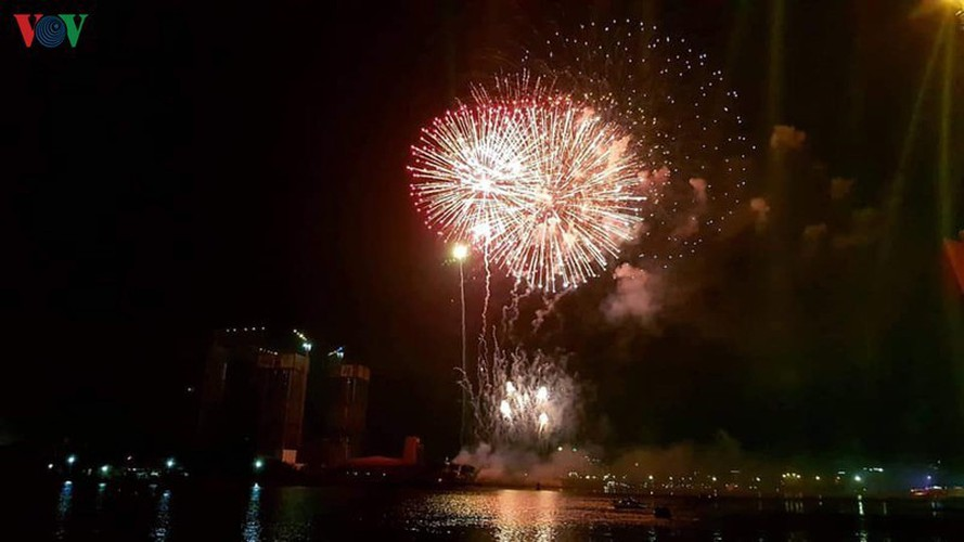 people throughout vietnam start 2020 with joyous celebrations hinh 9