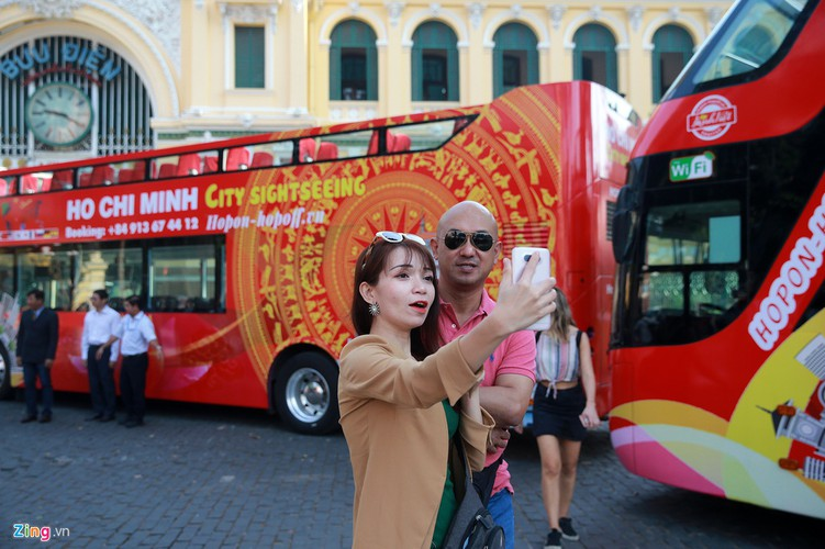 double-decker bus services officially come into operation in hcmc hinh 7