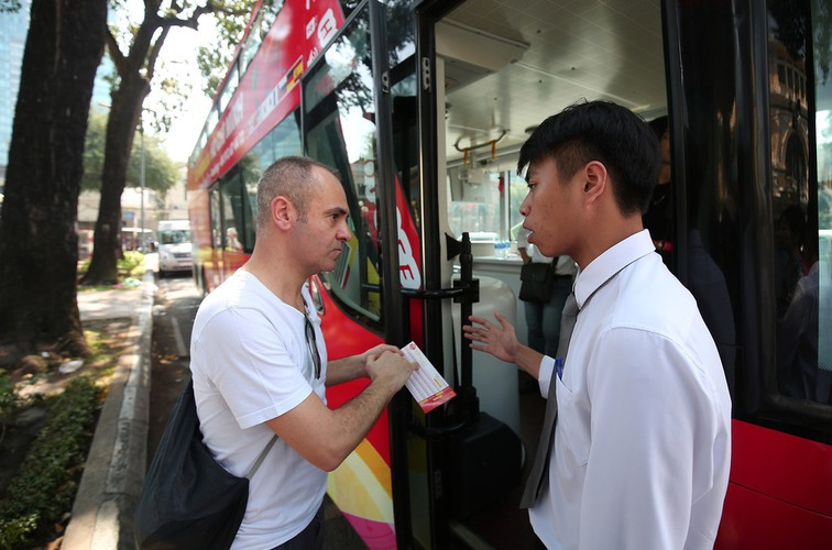 double-decker bus services officially come into operation in hcmc hinh 6