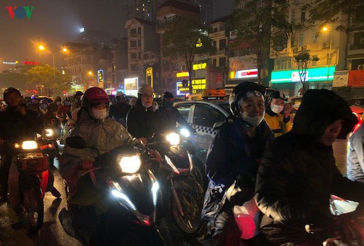 hanoi's streets hit by severe traffic congestion as tet draws near hinh 10