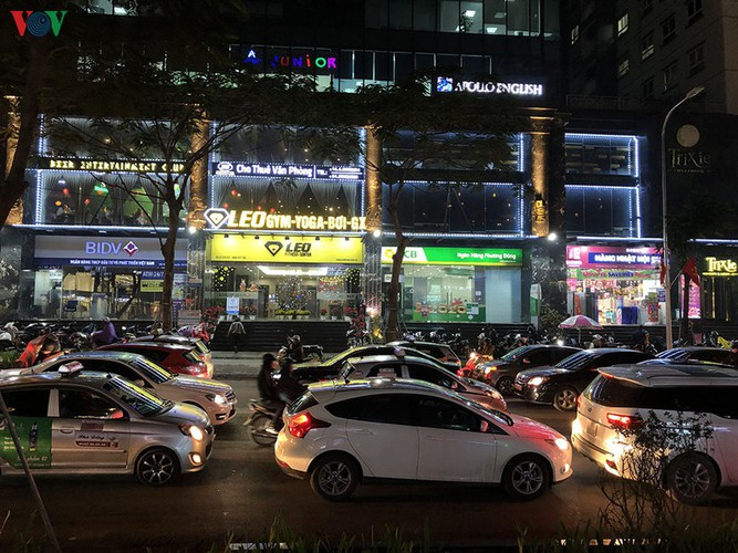 hanoi's streets hit by severe traffic congestion as tet draws near hinh 12